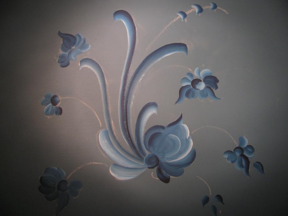 Tutorial on painting freehand Telemark Rosemaling for Scandinavian festival (6/6)