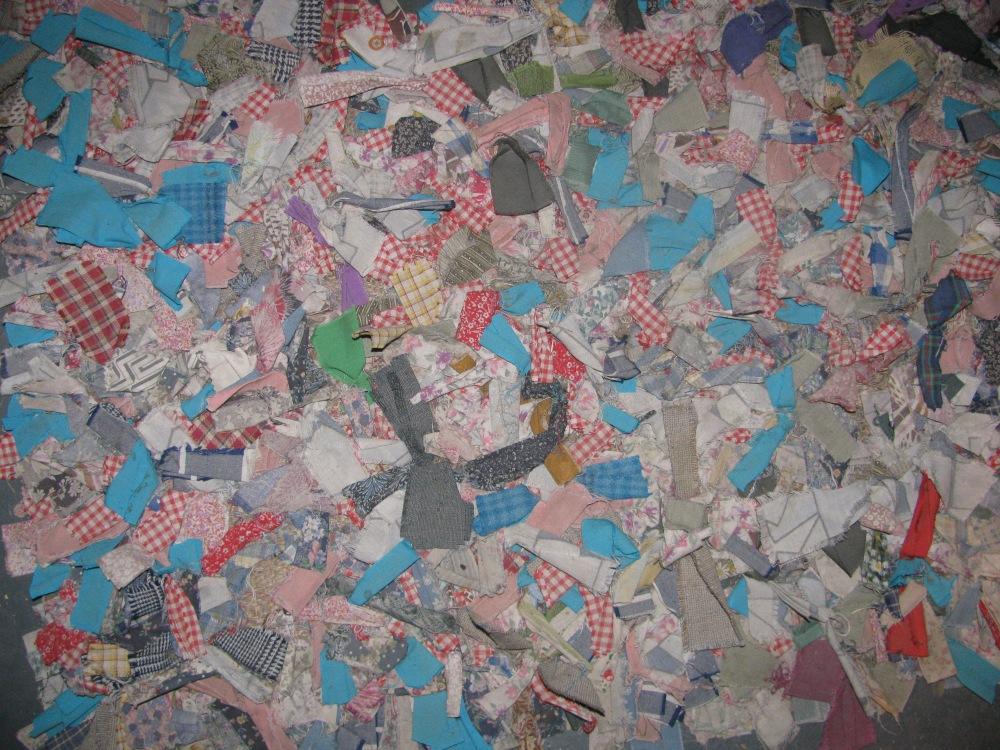 Upcycling using Fabric Scraps - DIY Scrap floor mat/ rag rug (1/6)