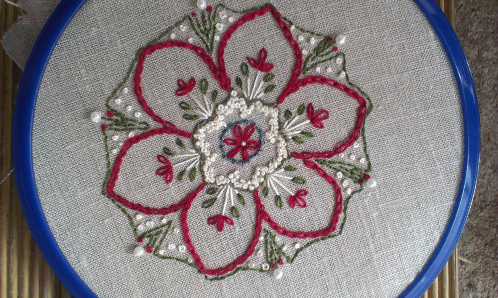 Embroidery -  Inpire me Monday project with mitred corner border (2/6)