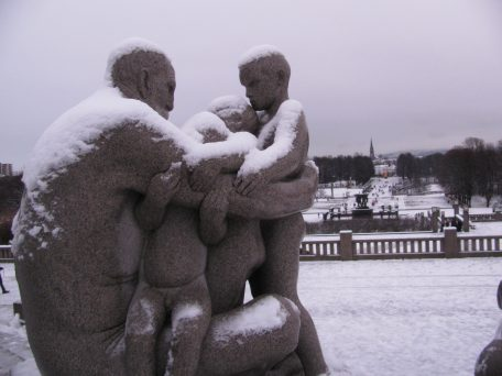 children parents Vigeland sculpture