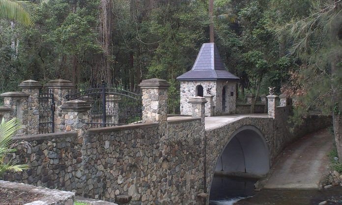 gargoyle gate bridge