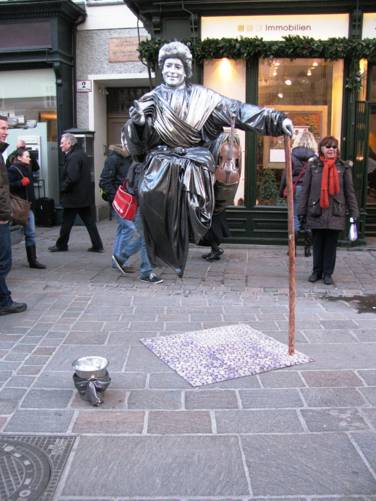 illusion-street performers