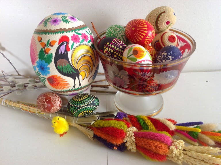 folk art eggs