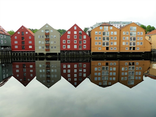 Trondheim river reflection
