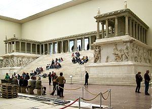 300px-Pergamonmuseum_Pergamonaltar