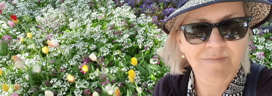 lady in hat with flowers